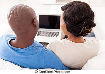 coppia, africano, usando,  laptop, retro, vista