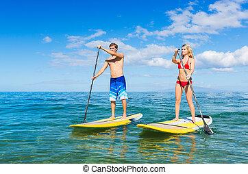 coppia, alzati, paddling, in, hawai