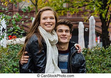 coppia amorosa, osservare via, parco