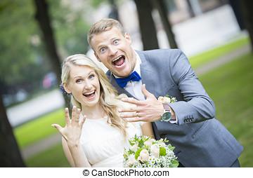 coppia, anelli, Appena sposato, loro, matrimonio, esposizione, Felice