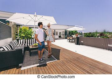 coppia, attraente, balcone
