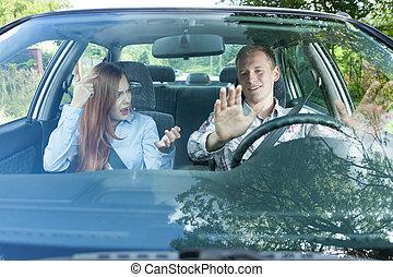 coppia, automobile, detenere, lotta