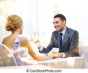 coppia, bicchieri champagne, ristorante
