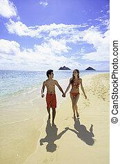 coppia camminando, su, uno, hawai, spiaggia