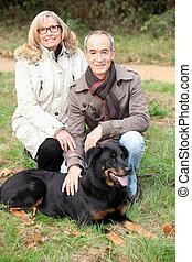 coppia, cane, più vecchio