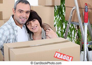coppia, casa trasloco