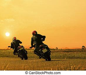 coppia, cavaliere motocicletta