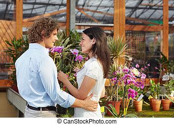coppia, centro commerciale, giardino