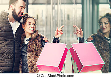coppia, centro commerciale, giovane