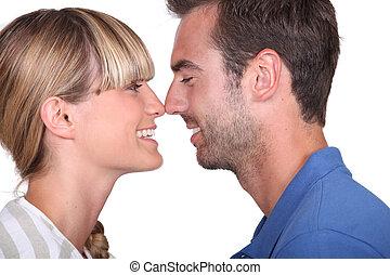 coppia, circa, kiss.