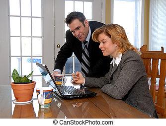 coppia, con, laptop