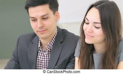coppia, consulta, circa, loro, affari, a, il, analista...