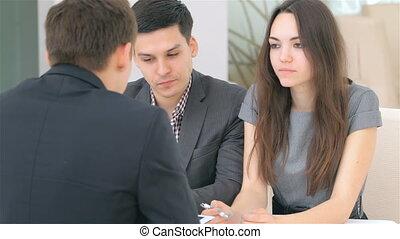 coppia, consulta, circa, loro, affari, progetto, a, il,...