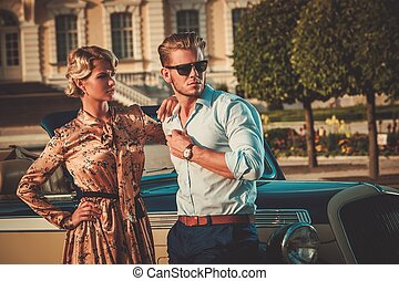 coppia, contro, palazzo, ricco, classico, convertibile, reale