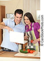 coppia, cottura, con, uno, laptop