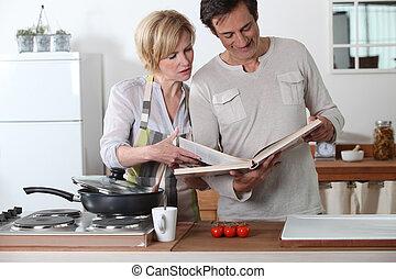 coppia, cottura, insieme, con, uno, ricetta, libro