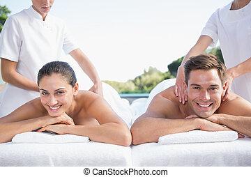 coppia, couples, godere, poolside, sorridente, massaggio