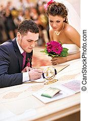 coppia, documenti, giovane, firmare, matrimonio