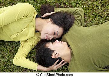 coppia, erba, amore, giovane, asiatico