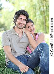 coppia, erba, seduta