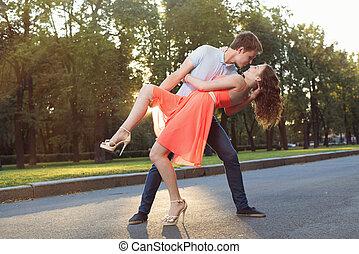 coppia, felice, amore, giovane, ballo