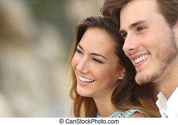 coppia felice, amore, osservare via, insieme