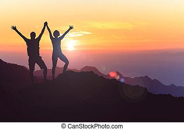 coppia felice, celebrare, raggiungimento, vita, scopo, e, successo