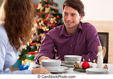coppia felice, durante, cena natale