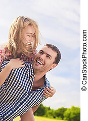 coppia, felice, giovane, ritratto, caucasico, allegro, piggybacki
