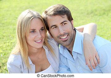 coppia, felice, iarda, giovane, seduta
