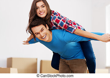 coppia felice, in, nuovo, appartamento