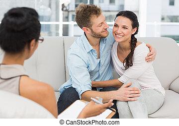 coppia felice, riconciliando, a, terapia, sessione