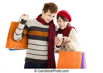 coppia felice, shopping, insieme, e, dall'aspetto, far male, telefono