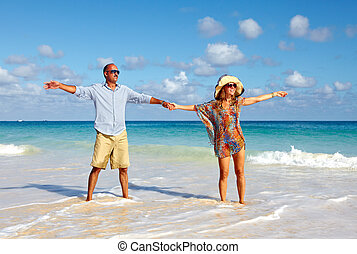 coppia felice, spiaggia
