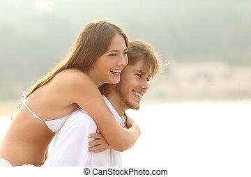 coppia, felice, vacanza spiaggia, adolescenti