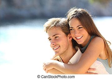 coppia, flirting, spiaggia, adolescenti, felice