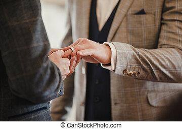 coppia gaia, anelli, matrimonio, scambiare, giorno