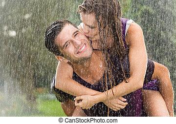 coppia, gioco, pioggia