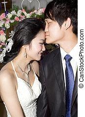 coppia, giovane, loro, matrimonio, baciare, giorno