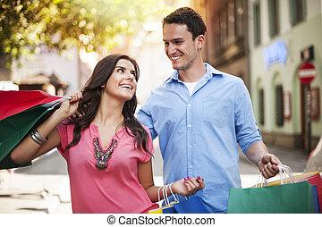 coppia, godere, shopping, giovane, insieme