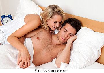 coppia, ha, divertimento, in, bed., risata, gioia