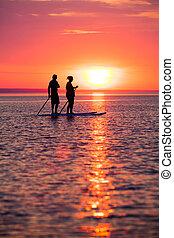 coppia, imbarco, su, stare in piedi, pagaia