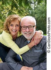 coppia, insieme, ridere, fuori, ritratto, anziano