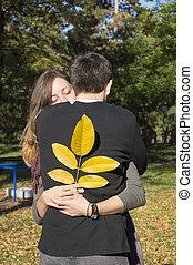coppia, parco, abbracciare, amare