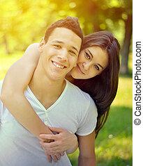 coppia, parco, abbracciare