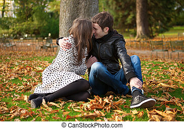 coppia, parco, romantico, cadere