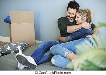 coppia, rilassante, mentre, casa commovente