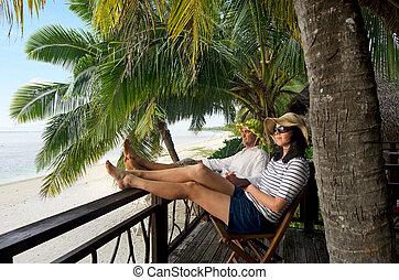 coppia, rilassare, durante, viaggiare, vacanza, su, isola tropicale