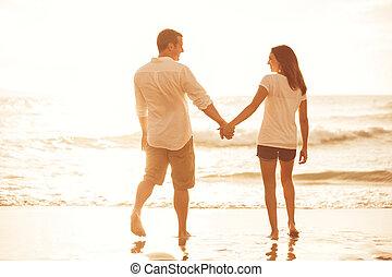coppia romantica, spiaggia, a, sunset.