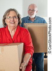 coppia, scatole, portante, spostamento, adulto, anziano